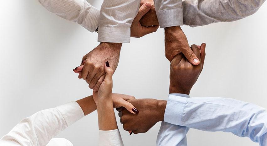 hands - 6 Tips para Una Mejor Participación en la Sociedad Civil Europea